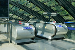 Rolltreppe-zitronengelbe Kaistation Stockbilder