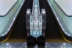 Rolltreppen bewegen Innengebäude Lizenzfreies Stockfoto