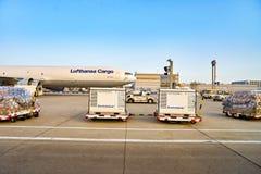 Rolltreppen im Flughafen Lizenzfreies Stockfoto