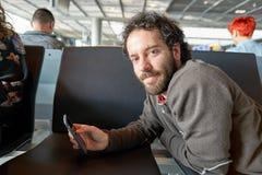 Rolltreppen im Flughafen Lizenzfreie Stockfotos