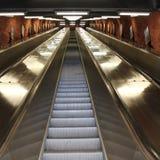 Rolltreppen in Stockholm-U-Bahn Stockbilder