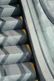 Rolltreppentreppennahaufnahme lizenzfreie stockfotos