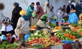 Rolnicy Targowi w Tangier, Maroko zdjęcia stock