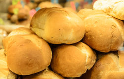 Rolnicy Wprowadzać na rynek chleb obrazy royalty free