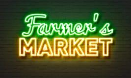 Rolnicy wprowadzać na rynek neonowego znaka na ściana z cegieł tle Obrazy Royalty Free