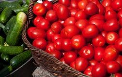 Rolnicy wprowadzać na rynek pomidory Zdjęcie Royalty Free