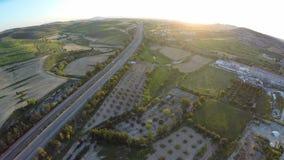 Rolniczy pola i owoc ogródy na Cypr wzgórzach, drogowy ruch drogowy, widok z lotu ptaka zbiory wideo