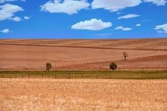 Rolniczy przeorzący pole krajobrazu wiejskiego Zdjęcia Royalty Free
