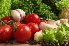 rolników świeżego rynku stołu warzywa drewniani Obrazy Royalty Free