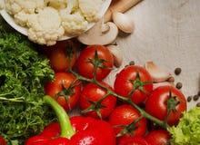 rolników świeżego rynku stołu warzywa drewniani Zdjęcie Royalty Free