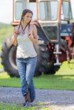 Rolnik córka Na gospodarstwie rolnym Obrazy Royalty Free