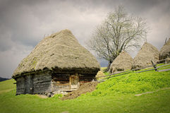 rolnik drewniany domowy stary Romania s Zdjęcia Stock