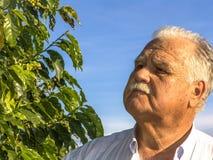 Rolnik na kawy polu Zdjęcia Royalty Free
