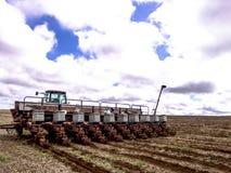 Rolnik przygotowywa maszynę Fotografia Royalty Free