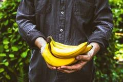 Rolnik z bananami fotografia royalty free