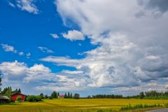 Rolny dom i czerwieni stajnia Zdjęcie Royalty Free