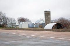 Rolny miejsce na Brukującej wiejskiej drodze zdjęcie stock