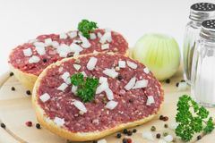 Rolo com carne de porco triturada Fotos de Stock