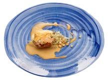 Rolo da galinha com os espinafres e o aipo cozido, isolados Foto de Stock