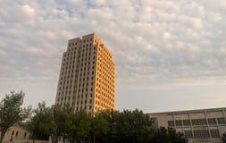 Rolo das nuvens em North Dakota Bismarck de construção principal imagem de stock