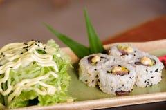 Rolo de atum japonês do alimento Fotografia de Stock