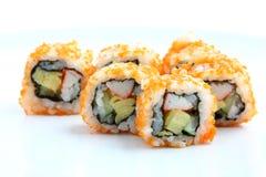 Rolo de Califórnia do sushi no prato foto de stock