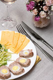 Rolo de carne com ovos de codorniz Foto de Stock