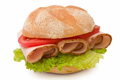 Rolo de kaiser delicioso com peito de peru, alface Fotos de Stock Royalty Free