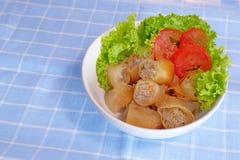 Rolo de mola tailandês e salada fresca Foto de Stock