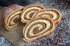 Rolo de pão da noz no fundo de madeira imagens de stock royalty free