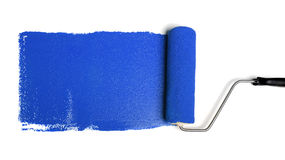 Rolo de pintura com pintura azul Foto de Stock Royalty Free