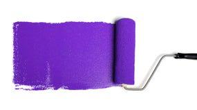 Rolo de pintura com pintura roxa Imagens de Stock Royalty Free