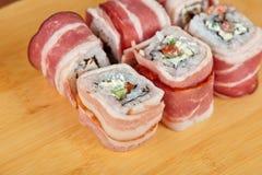 Rolo de sushi com bacon Imagens de Stock