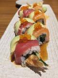Rolo de sushi do arco-íris Imagens de Stock