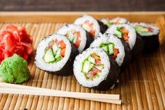 Rolo de sushi do vegetariano Fotografia de Stock