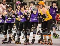 Rolo Derby Girls Jamming Imagens de Stock