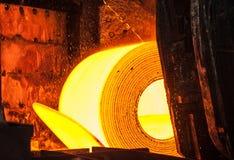 Rolo do aço quente na correia transportadora Foto de Stock