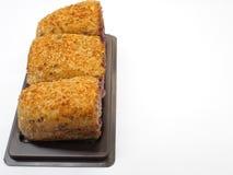 Rolo do arroz integral enchido com a cereja escura fotos de stock
