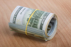 Rolo do dinheiro com dólares americanos Fotos de Stock Royalty Free