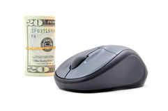 Rolo do dinheiro com rato do computador Fotografia de Stock