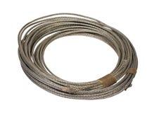 Rolo do fio elétrico na trança do metal imagens de stock