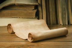 Rolo do papel velho para livros velhos do fundo imagem de stock