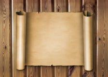 Rolo do pergaminho no fundo de madeira Imagens de Stock Royalty Free