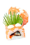 Rolo do sushi com salmões, enguia e pepino Imagem de Stock