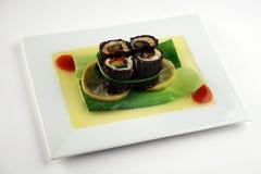 Rolo do vegetariano na folha do bambool Imagens de Stock Royalty Free