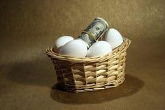 Rolo dos dólares com ovos imagens de stock royalty free