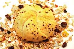 Rolo e cereais de pão Imagem de Stock