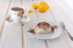 Rolo e chá de canela Fotos de Stock Royalty Free