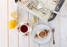 Rolo e chá de canela Fotografia de Stock Royalty Free