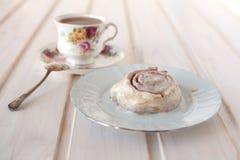 Rolo e chá de canela Imagem de Stock Royalty Free